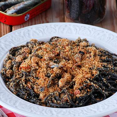 Espaguetis negros con sardinas: la receta provenzal de la tradicional pasta al nero di sepia