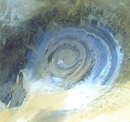 ¿Cuál fue el accidente geológico más grande descubierto desde el espacio?