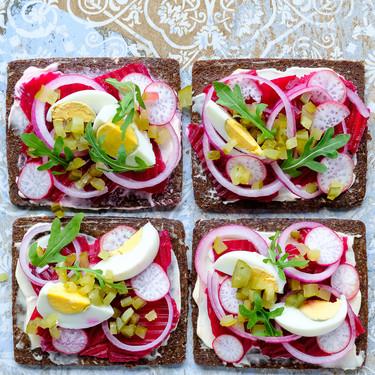 Sandwich danés de encurtidos: receta para una cena sin complicaciones