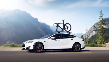 """El Tesla Model S recibe un modo """"ridículo"""" para aceleraciones salvajes, hay un nuevo Roadster en desarrollo"""