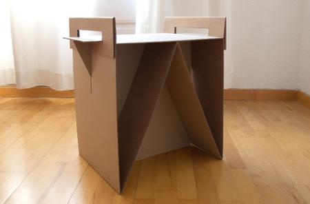 Nit: hazte una mesilla de noche con cajas de cartón
