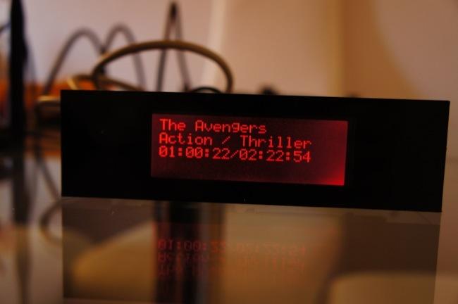 Mostrando información de la película en el display
