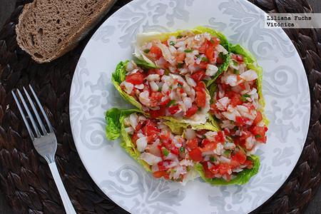 Ensalada De Pescado En Tacos De Lechuga