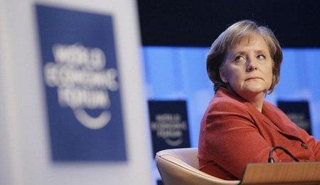 Merkel sale en defensa de una Eurozona unida