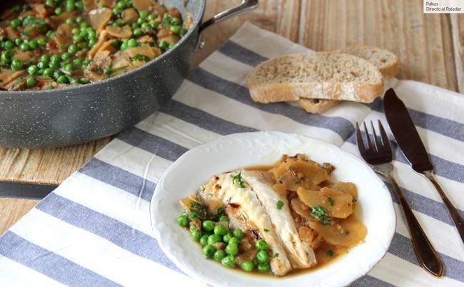 Lubina guisada con patatas, cebolla y guisantes