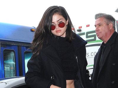 Selena Gómez pasa de la comodidad y opta por un look muy sexy y chic para ir al aeropuerto