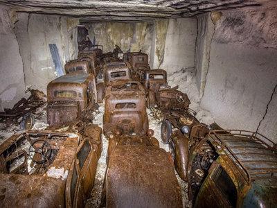 Esta mina del tesoro... está llena de coches abandonados desde la II Guerra Mundial