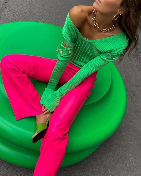 Prepara la época de entretiempo con estilo: los jerséis de canalé (a todo color) son clave para conquistar los looks del futuro