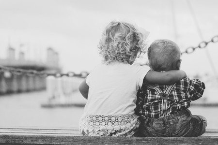 Cuando un niño nace, el hermano mayor crece de golpe