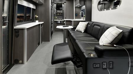 Atlas Formal Black Interior F2b