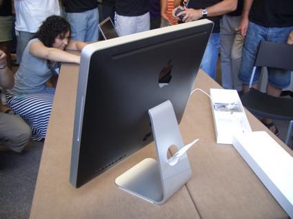 iMac Posterior 2