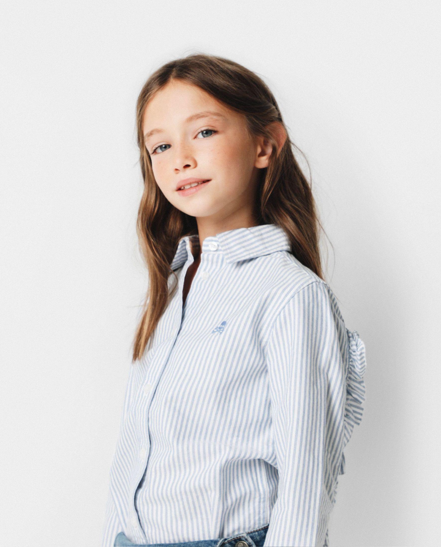 Camisa de niña de manga larga con volantes a rayas