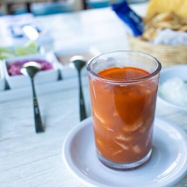 Jugo de camarón estilo Nayarit, receta tradicional y fácil de la cocina mexicana para disfrutar con una cerveza fría
