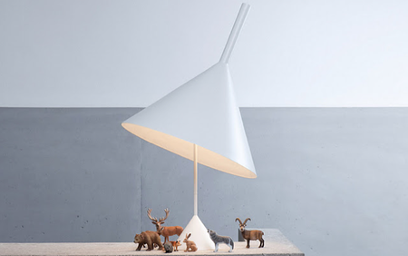 Una curiosa lámpara con forma de embudo