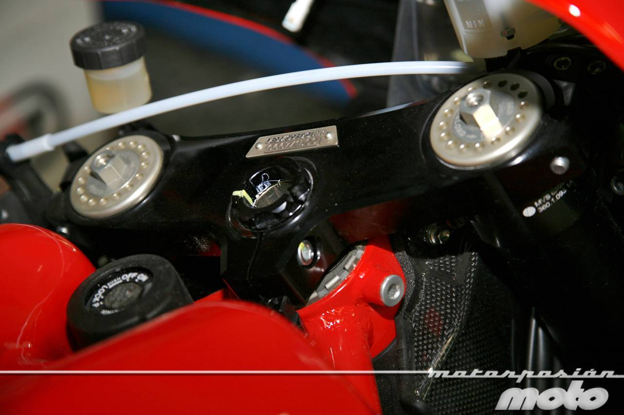 Foto de Ducati Desmosedici RR, toma de contacto (prueba dinámica y galería de fotos) (33/55)