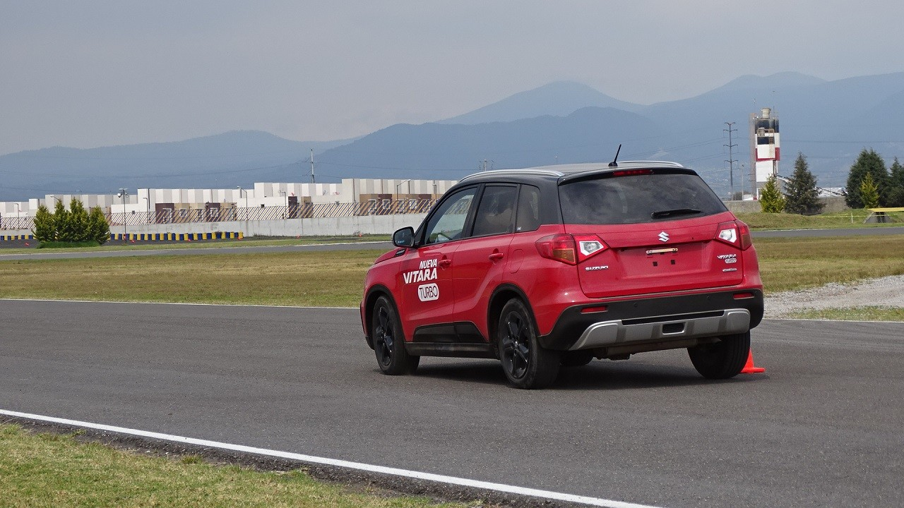 Foto de Suzuki Vitara Turbo prueba de manejo (8/18)