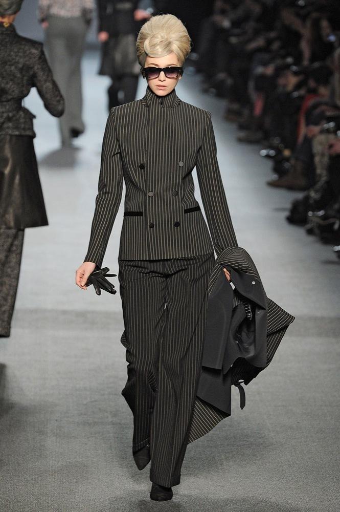 Foto de Jean Paul Gaultier Otoño-Invierno 2011/2012 en la Semana de la Moda de París: el lado sexy del estilo ladylike (21/27)