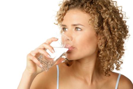 Lo que sucede en tu cuerpo si no bebes suficiente líquido