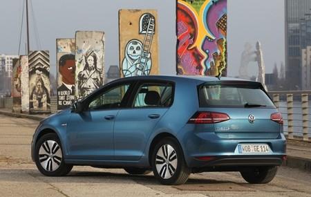 Volkswagen e-Golf azul 03