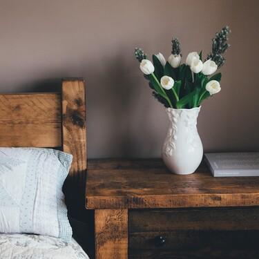 Ocho jarrones originales para llenar tu hogar de flores y estilo este verano