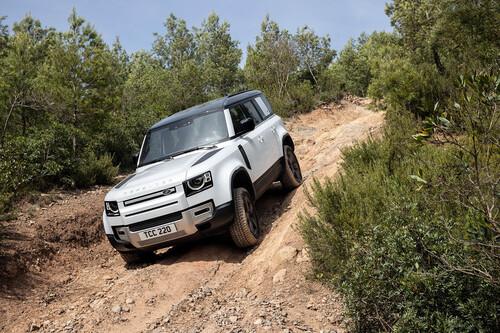 Probamos el Land Rover Defender P400e: todoterreno híbrido enchufable de 400 CV con todo el sentido en off-road