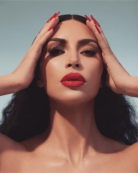 Kim Kardashian apuesta por los labios más rojos y seductores con sus nuevos productos