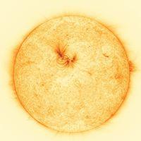 """Las imágenes de más alta resolución jamás tomadas de la superficie solar revelan unos misteriosos """"hilos"""" de plasma"""