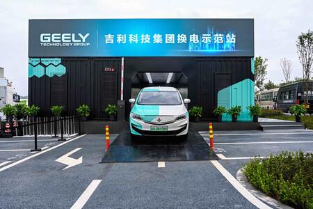 Geely intercambio automático de baterías coche eléctrico