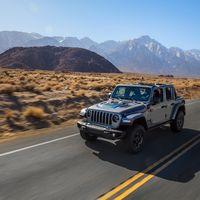 El Jeep Wrangler 4xe ahora es híbrido enchufable pero conserva toda su esencia 4x4, con 375 CV y 40 km de autonomía