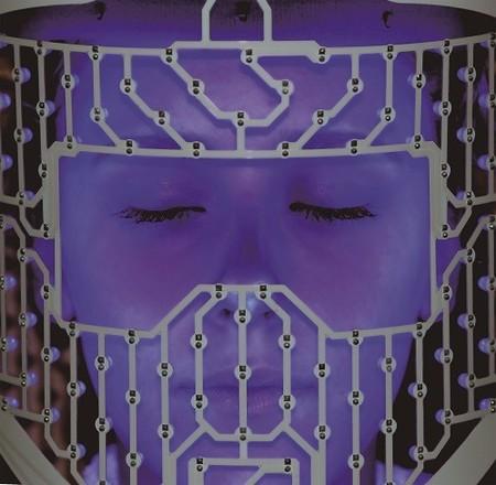Máscara de luz LED de Carmen Navarro, tecnología de la NASA al servicio de la belleza