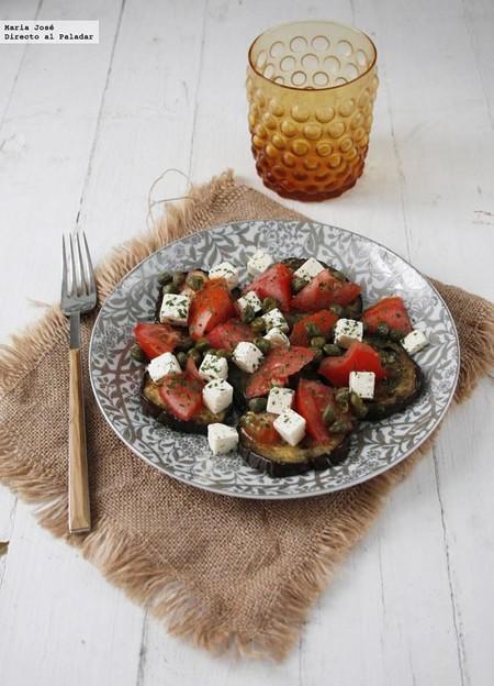 Ensalada de queso feta y berenjenas a la plancha: la receta ideal para una cena ligera