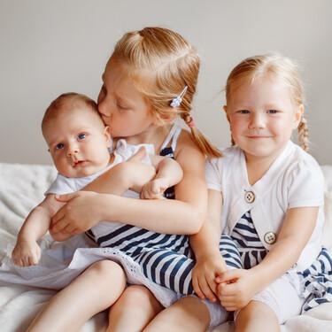 Una madre da a luz a tres niñas nacidas el mismo día con exactamente tres años de diferencia