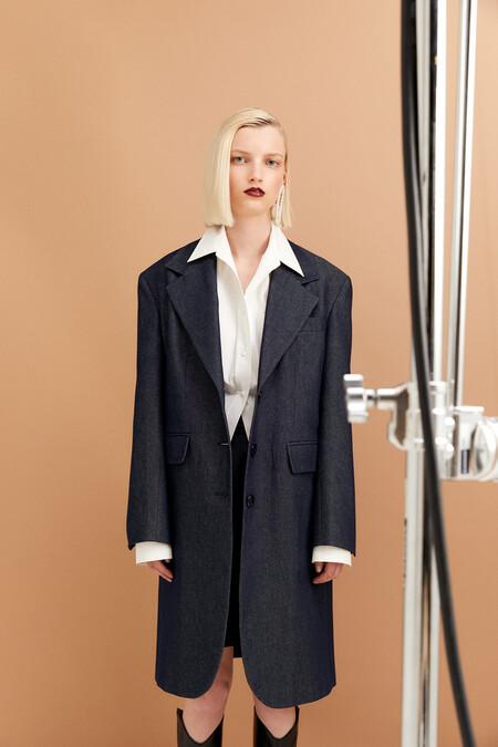 https://www.sfera.com/es/rebajas-mujer/abrigos-y-chaquetas/abrigo-denim-01d01d4/03962/