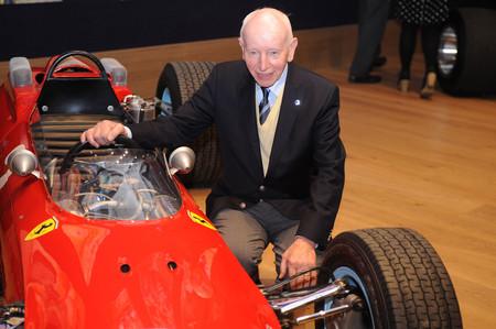 El único campeón del mundo en dos y cuatro ruedas, John Surtees, falleció a los 83 años de edad