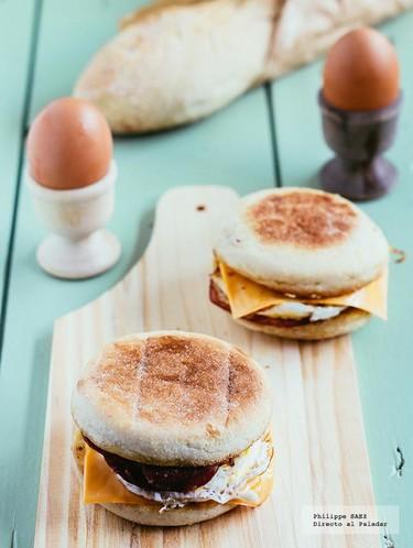 Muffin con huevo, tocino y queso. Receta
