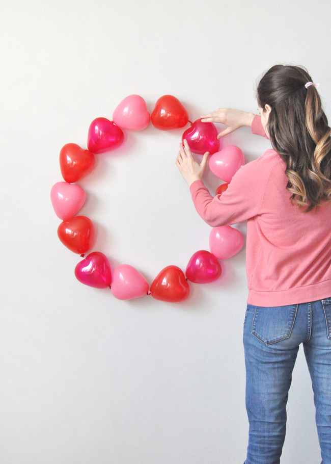 Valentines Balloonwreath Done2