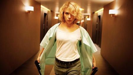 Scarlett Johansson dará el salto a la televisión con 'Custom of the Country'