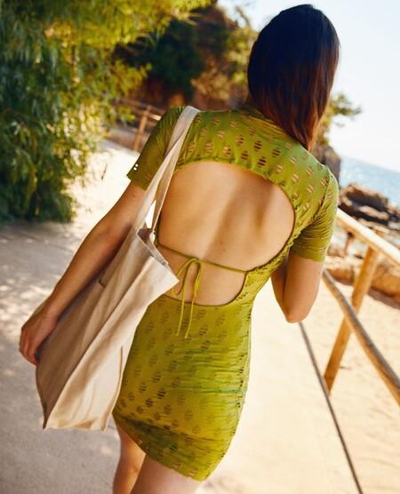 Con este vestido de Bershka todo el mundo hablará a tus espaldas (en el buen sentido)