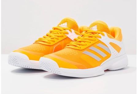 separation shoes 7b5ba 1fc9e 60% de descuento en estas zapatillas deportivas Adidas Adizero court  ahora  27,95 euros en Zalando