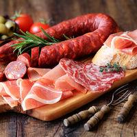 Las carnes procesadas aumentan el riesgo de cáncer colorrectal (y los cereales integrales lo reducen)