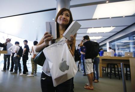 Venden a su hija recién nacida para comprar un iPhone