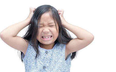 Una niña de 12 años habría muerto por una infestación severa de piojos: ¿es esto posible?