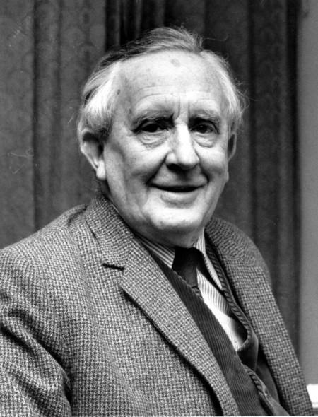 J.R.R. Tolkien retratado en 1967.