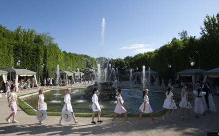 Sueños de opulencia, modernidad y Maria Antonieta. Colección Crucero 2013 de Chanel