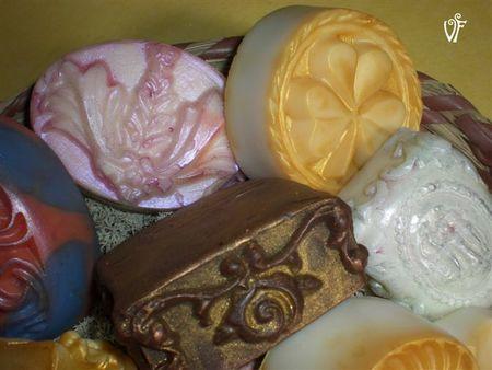 Algo más que regalos para mamá: jabones antiguos y bolsos florales
