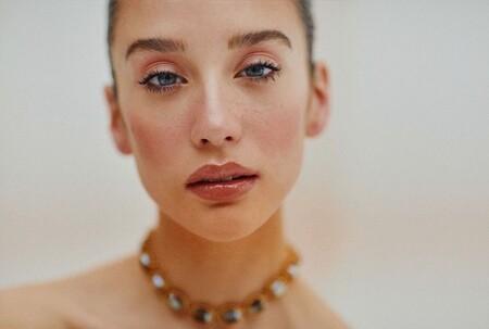 María Pedraza nos inspira a buscar los mejores brillos de labios con color para copiar su último maquillaje en Instagram