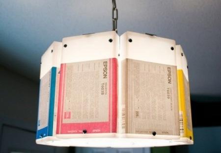 Recicladecoración: una lámpara con viejos cartuchos de tinta