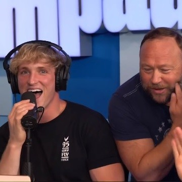 Logan Paul entrevista en su podcast a Alex Jones, baneado de YouTube por sus vídeos de extrema derecha