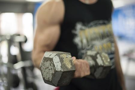Cuánto peso debo cargar y cuánto tengo que entrenar para ganar músculo