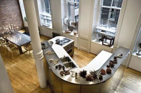 Una cocina de un loft vista desde arriba.